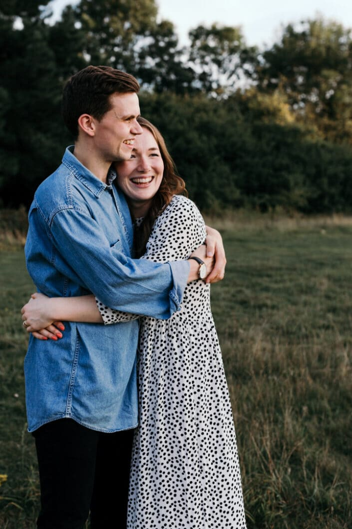 Mum and dad hugging   Love and happiness   Family lifestyle photography in Basingstoke   Ewa Jones Photography