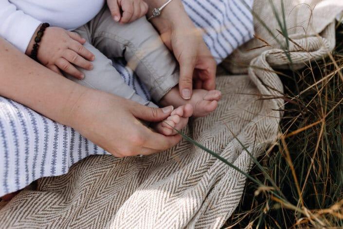 Baby's feet | Family photographer in Basingstoke | mum and son | Hampshire | Basingstoke | Ewa Jones Photography