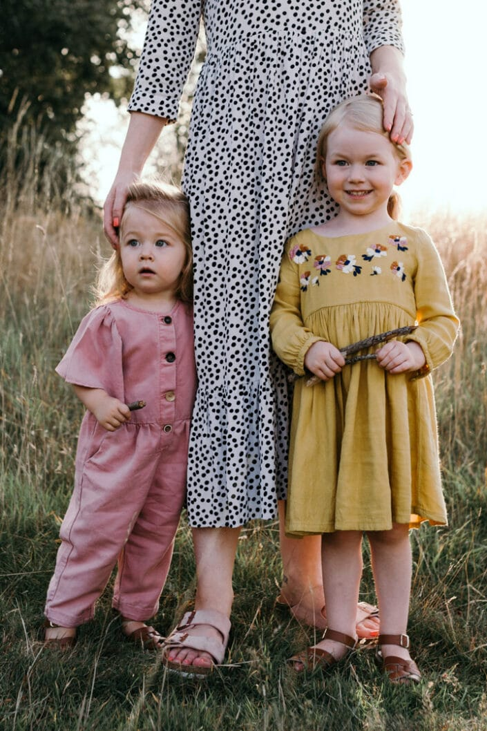 Mum and two daughters   Sunset photosession   Family lifestyle photography in Basingstoke   Ewa Jones Photography