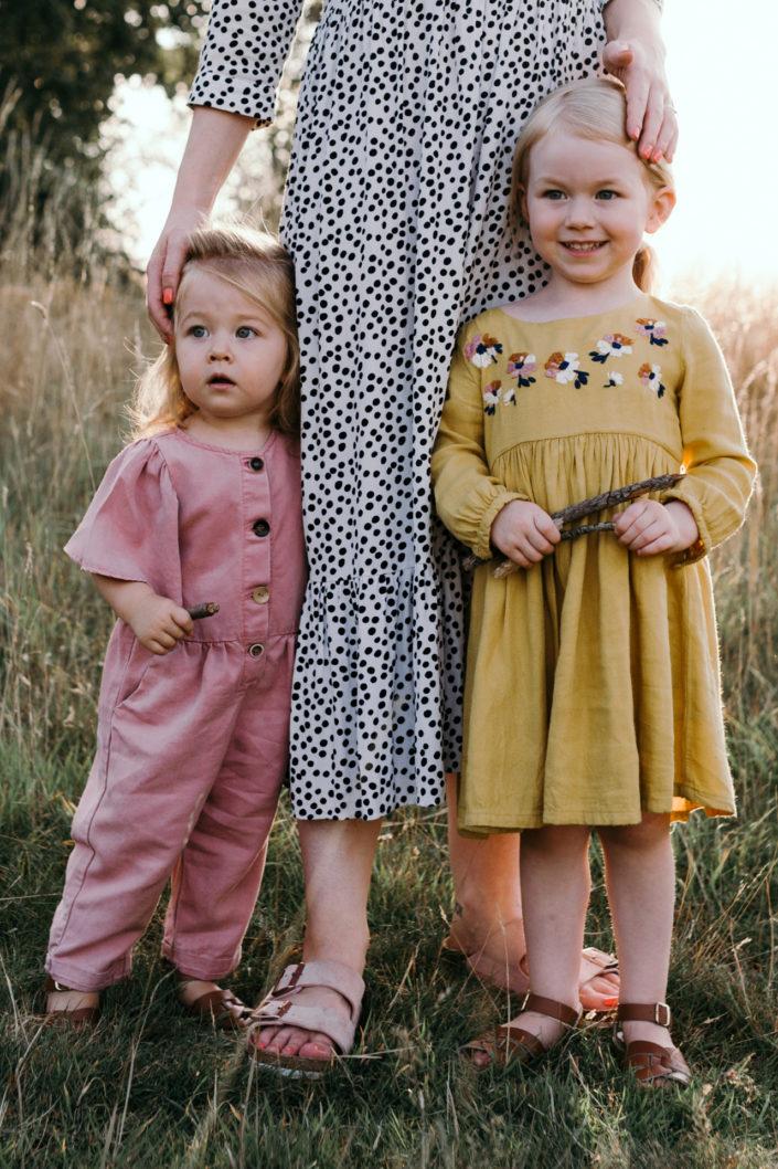 Mum and two daughters. Sunset photoshoot in Basingstoke. Family lifestyle photography in Basingstoke. Ewa Jones Photography