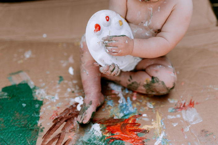 Little girl playing with paint by Ewa Jones Photography