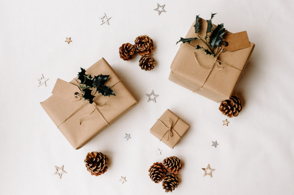 Wrapped Christmas presents. Photography gift ideas for photo enthusiasts. Blog. Ewa Jones Photography