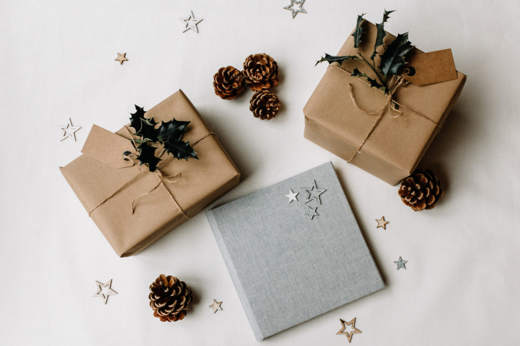 Photo album as a Christmas gift. Photography gift ideas for photo enthusiasts. Ewa Jones Photography
