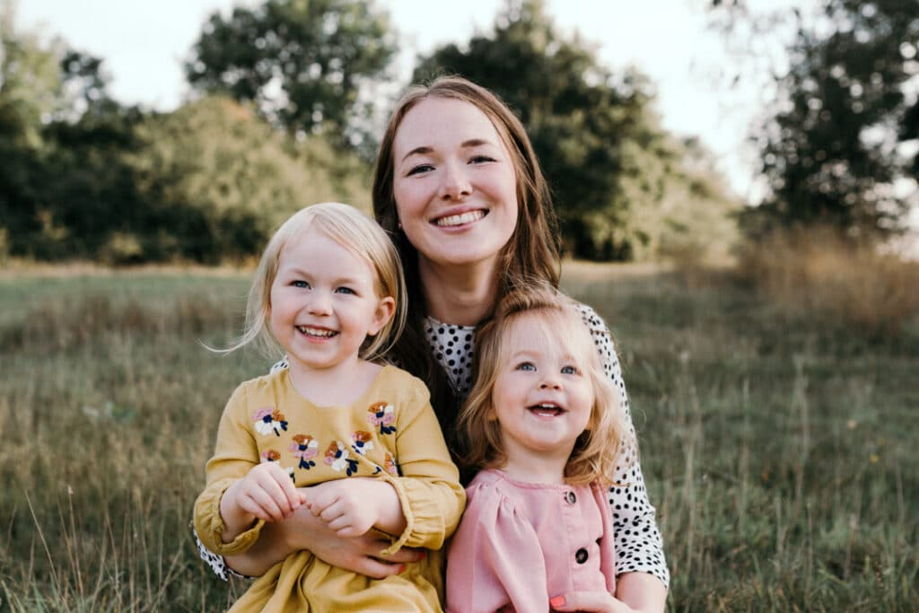 Mum and daughters sitting on the grass | Family lifestyle photography in Basingstoke | Hampshire | Ewa Jones Photography