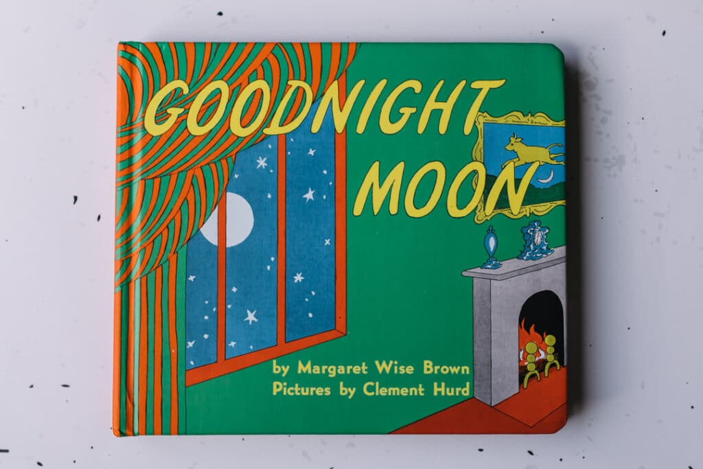 Goodnight moon book. 30 books to read for 0-5 year old - Part 1. Ewa Jones Photography