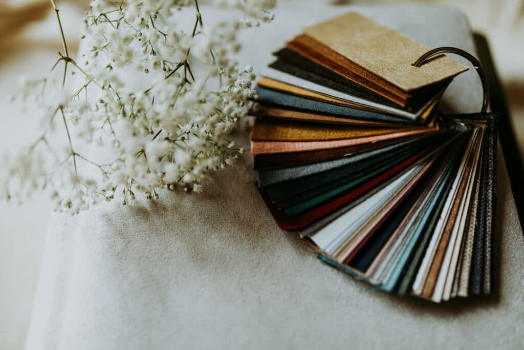 Photograph of album swatch samples in various colours on the ring. they lay on white photo album. Family photo albums. Family photographer in Basingstoke. Ewa Jones Photography
